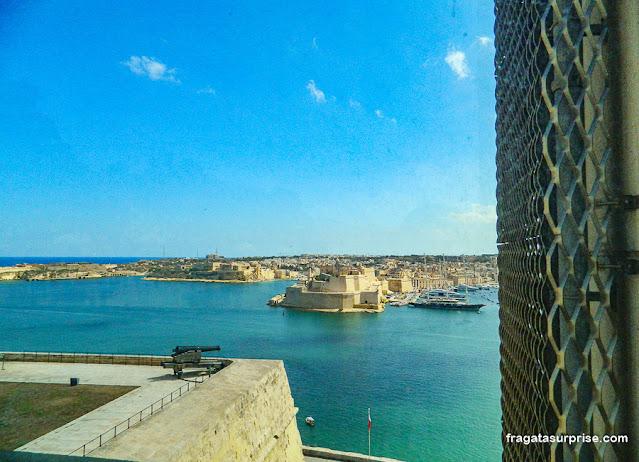 Malta: Forte de Sant'Angelo, na ponta da península de Birgù, visto do Upper Barrakka Gardens