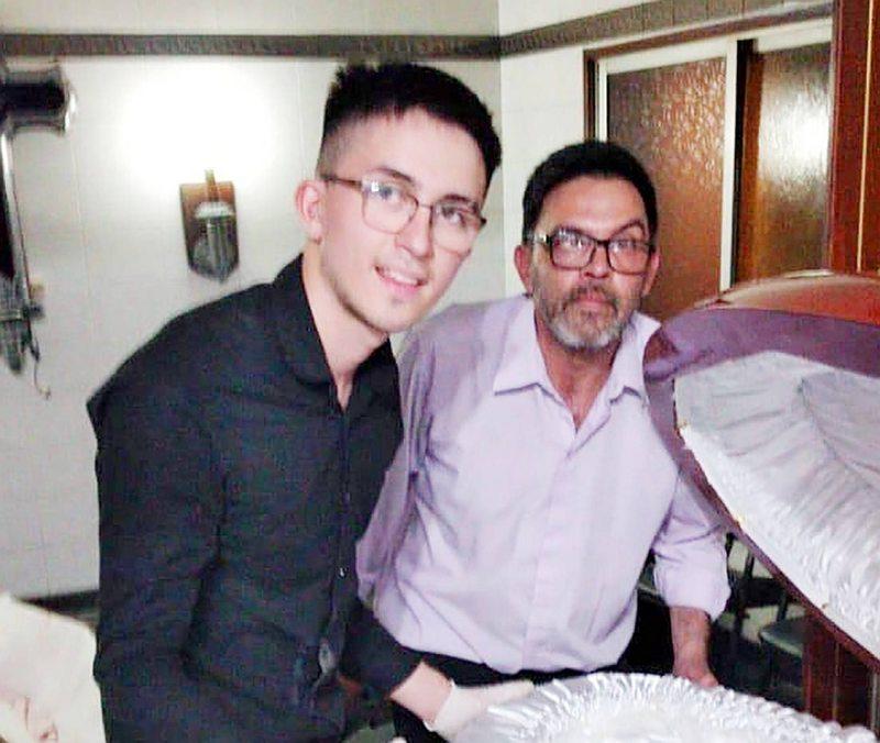 Papá e hijo que se fotografiaron con Diego pidieron disculpas