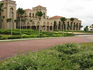Foto 3: Bangunan Sultan Ismail