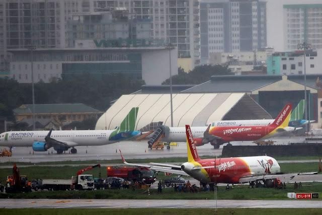 Cảng hàng không quốc tế Tân Sơn Nhất ra thông báo về máy bay Vietjet trệch khỏi đường băng