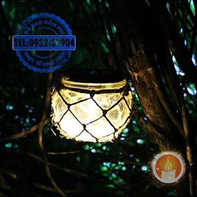 Đèn treo cây sân vườn sạc pin năng lượng