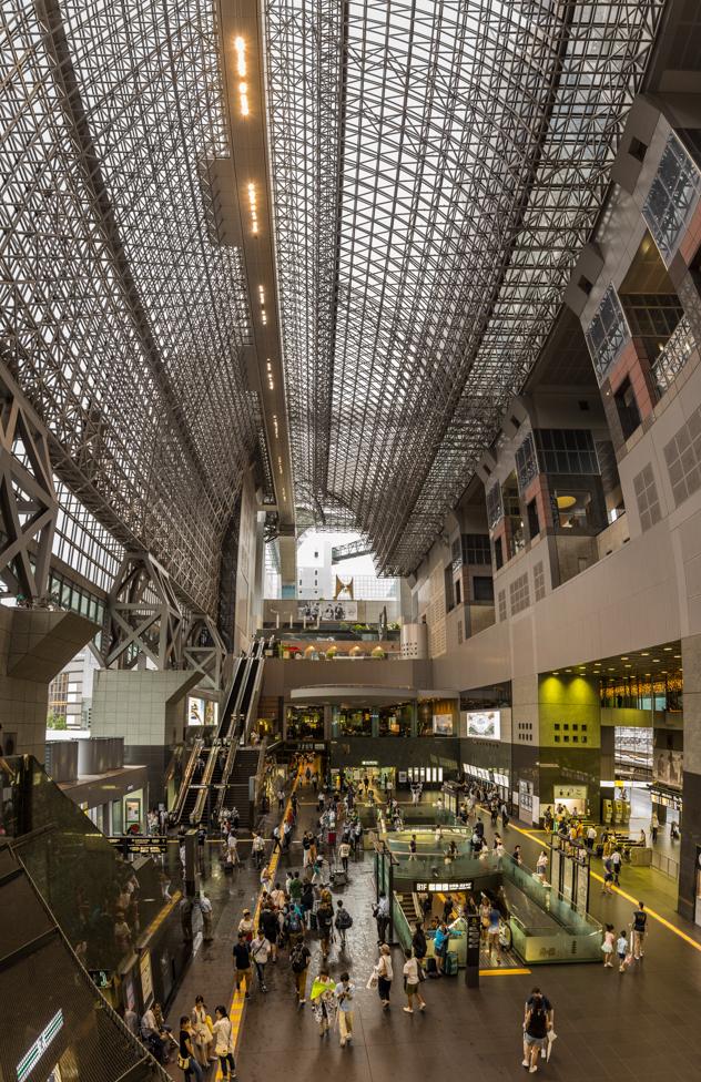 Interior de la estación de Kioto :: Panorámica 8x Canon EOS5D MkIII | ISO800 | Canon 24-105@24mm | f/4.0 | 1/30s
