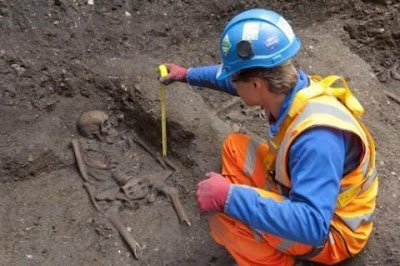 Black Death skeletons unearthed at rail site