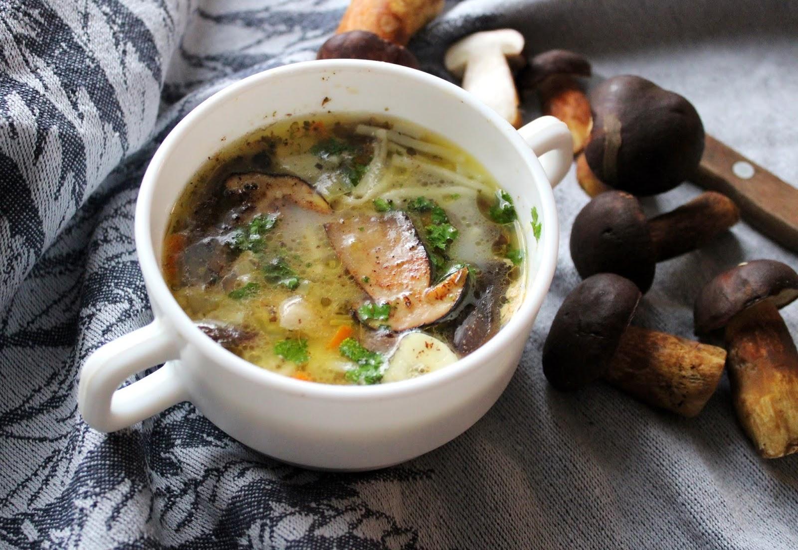 Zupa z podgrzybków z makaronem