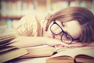 Kenapa Kantuk Tiba-Tiba ketika Sedang Membaca?