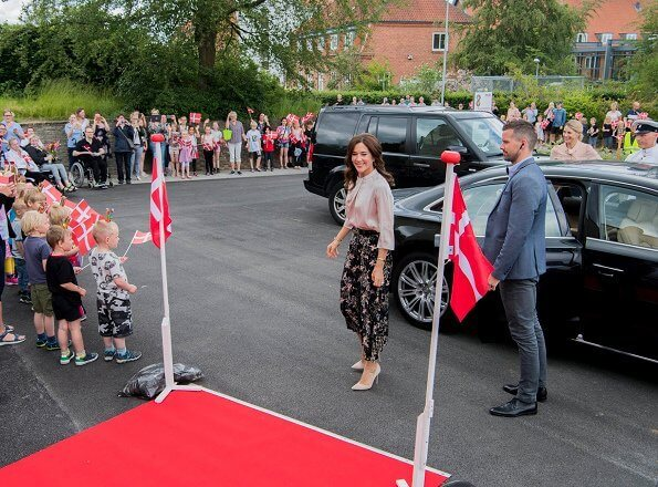 Crown Princess Mary wore Andiata Flower Print Maxi Skirt
