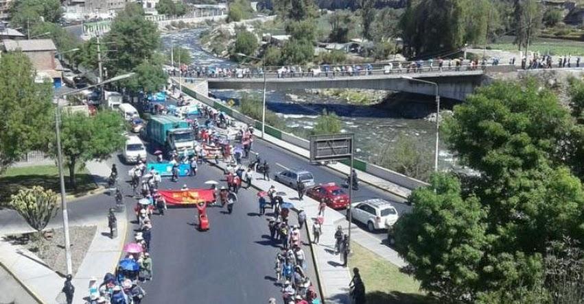 Protesta de docentes provoca caos vehicular en Arequipa