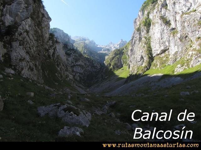 Ruta Poncebos a Cabrones por Camburero y Urriellu: Canal de Balcosín