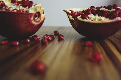 can dogs eat pomegranate seeds, can dogs eat pomegranate