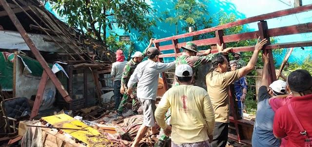 Hujan Lebat Beserta Angin Kencang Robohkan Salah Satu Rumah Warga Batang