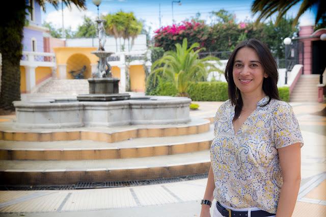 Mónica Rojas, decana de la Escuela de Economía, participa en entrevista para el portal GK
