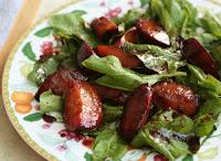 Salada de Rúcula com Ameixas e Molho de Vinagre Balsâmico (vegana)