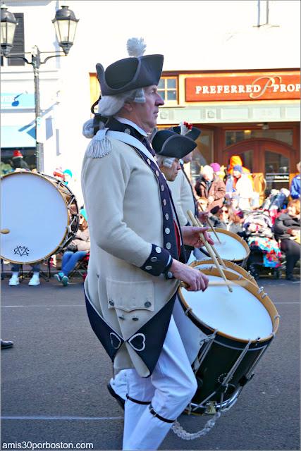 Middlesex County Volunteers en el Desfile de Acción de Gracias de Plymouth