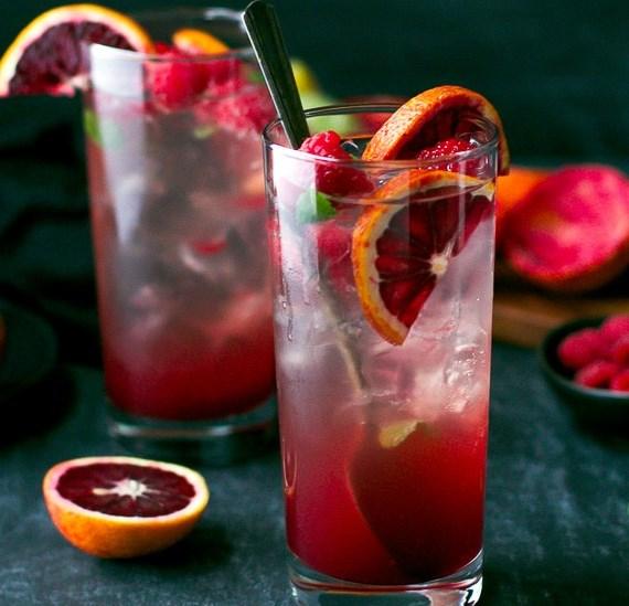 BLOOD ORANGE AND RASPBERRY MOJITO RECIPE #drinks #mixeddrink