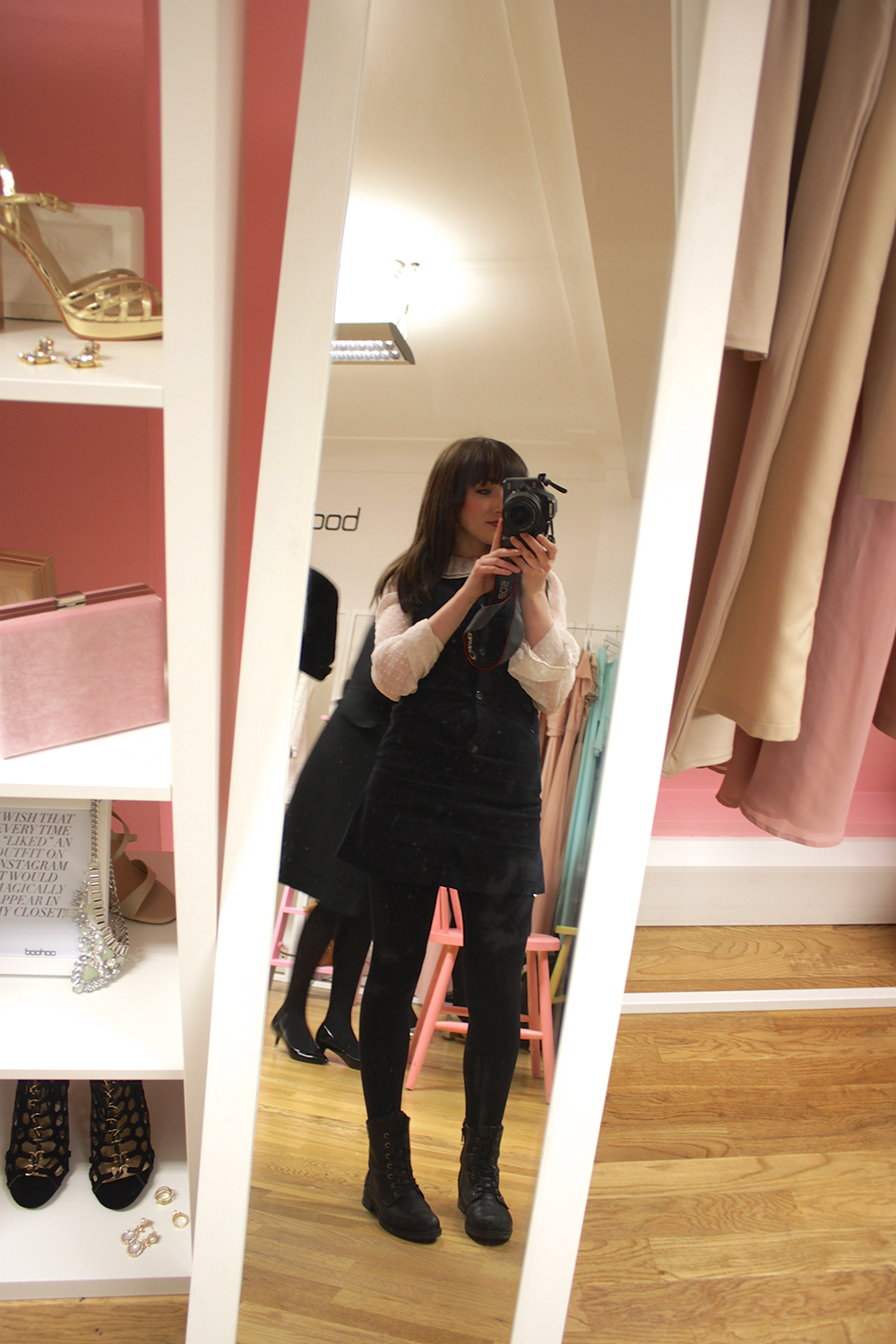 selfie at the boohoo occasion wear blog event,
