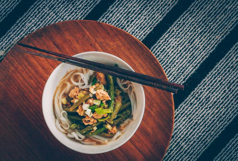 Thaimaalainen vihreä curry-kanakeitto
