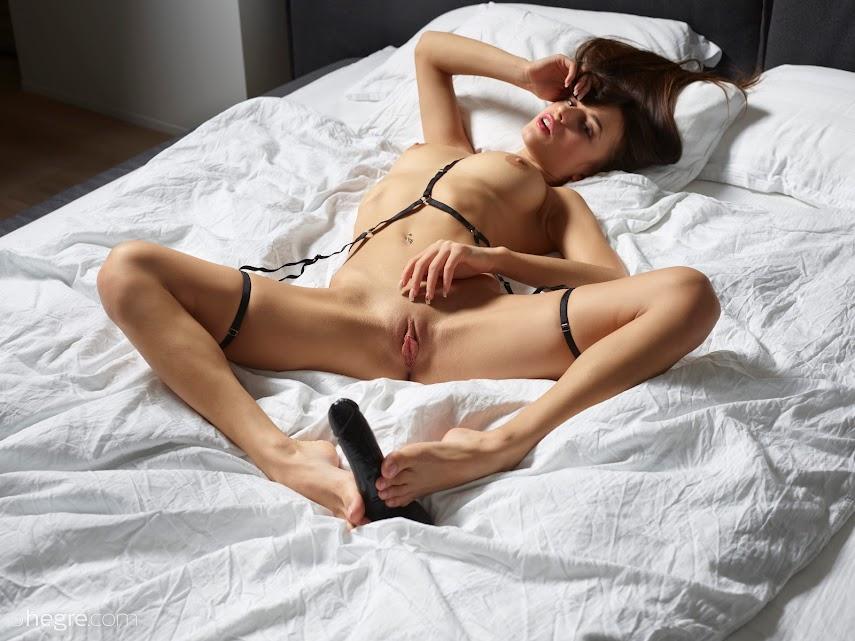 [Art] Cameron - Hot In Bed - Girlsdelta