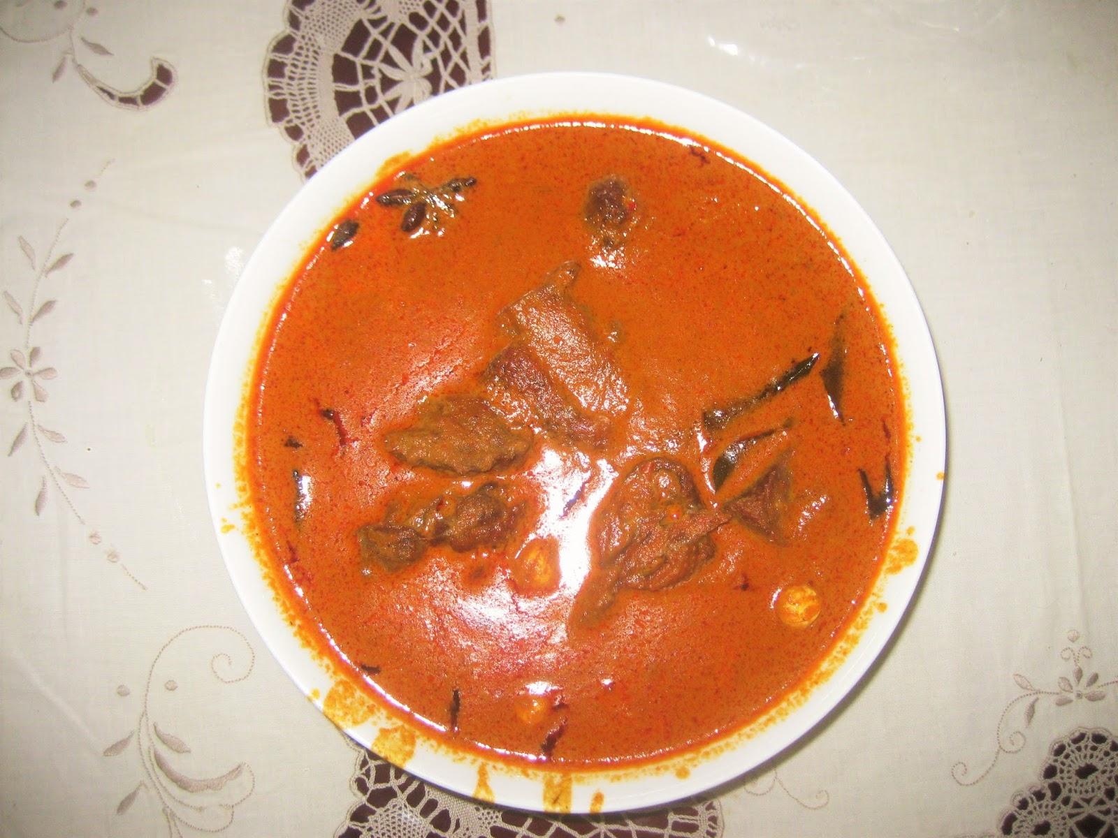 Menu makanan tradisional dari bebek pilihan atau bebek kampung diolah kari menjadi kari bebek zuper lezat