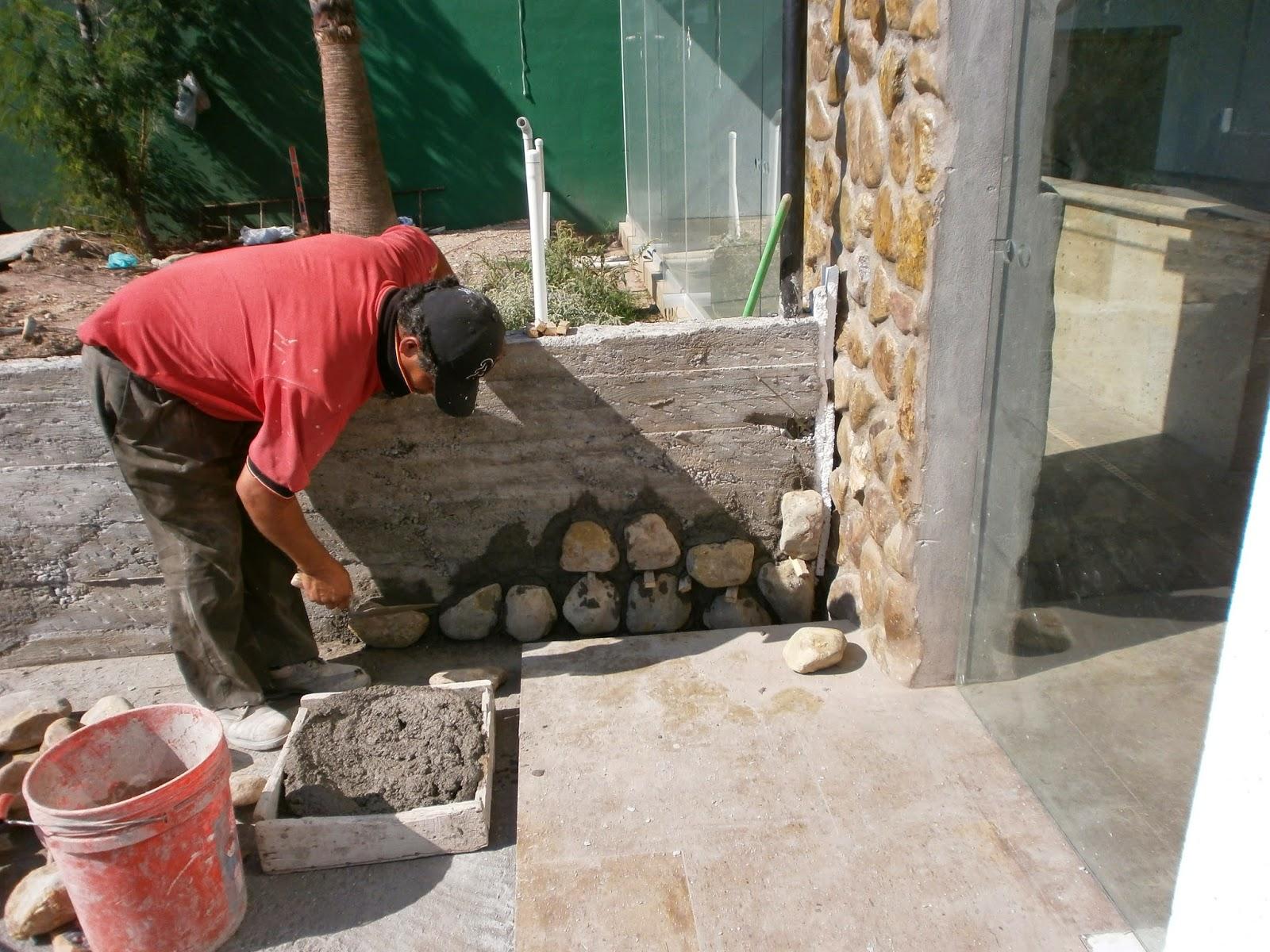 Como cubrir un muro de concreto con piedras y mortero - Como hacer muros de piedra ...