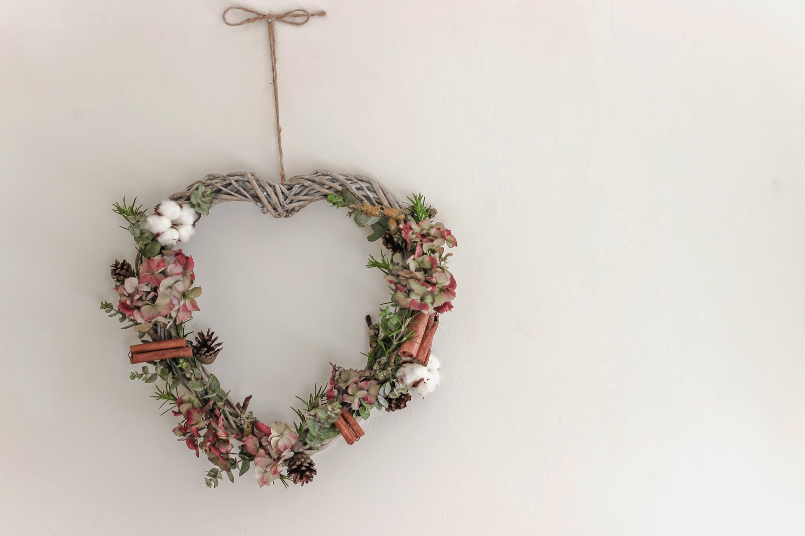 Dried hydrangea heart + an ideal project for girfts or weddings