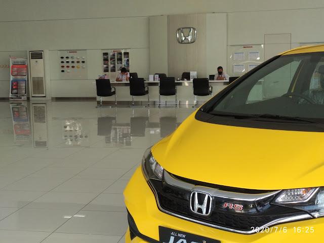 Ruang pamer / display showroom mobil honda harapan indah