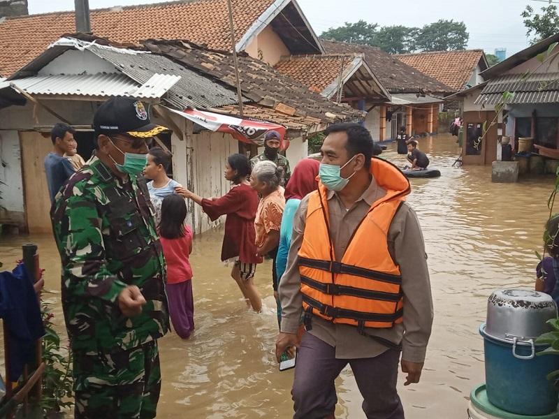 Dansektor 7 Dampingi Kordinator Kemenko Bidang Kemaritiman Tnjau Lokasi Banjir Dayeuhkolot