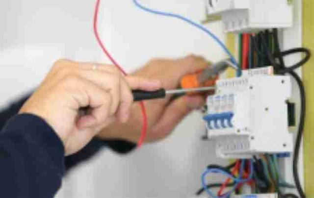 Cara Memasang Instalasi Listrik Rumah Yang Benar.1. Pelajari Denah Rumah Terlebih Dahulu 2. Siapkan Peralatan Instalasi 3. Pilih Pengaman MCB Yang Bagus 4. Siapkan kabel NYM dan Kabel BC 5. Pahami Warna Kabel Instalasi Listrik  6. Siapkan Pipa Pelindung 7. Pemasangan Kabel Instalasi