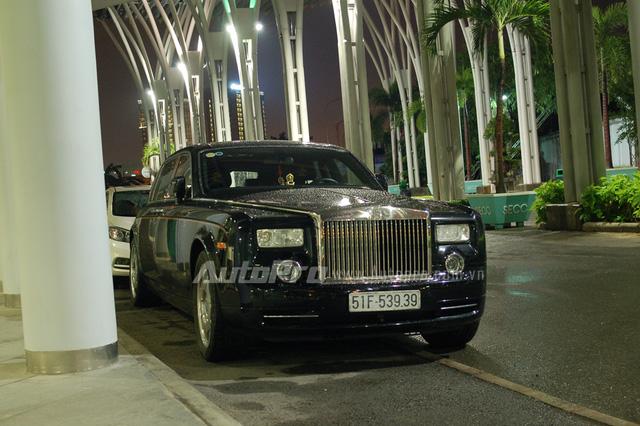 Dàn siêu xe, xe siêu sang tháp tùng người đẹp dự Đêm hội chân dài 10