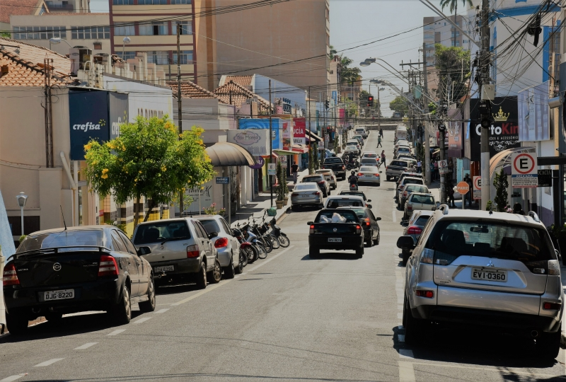 Prefeitura de Olímpia se reúne com lojistas para definir horário especial do comércio