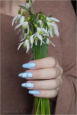 kwiatowe zdobienie paznokcie