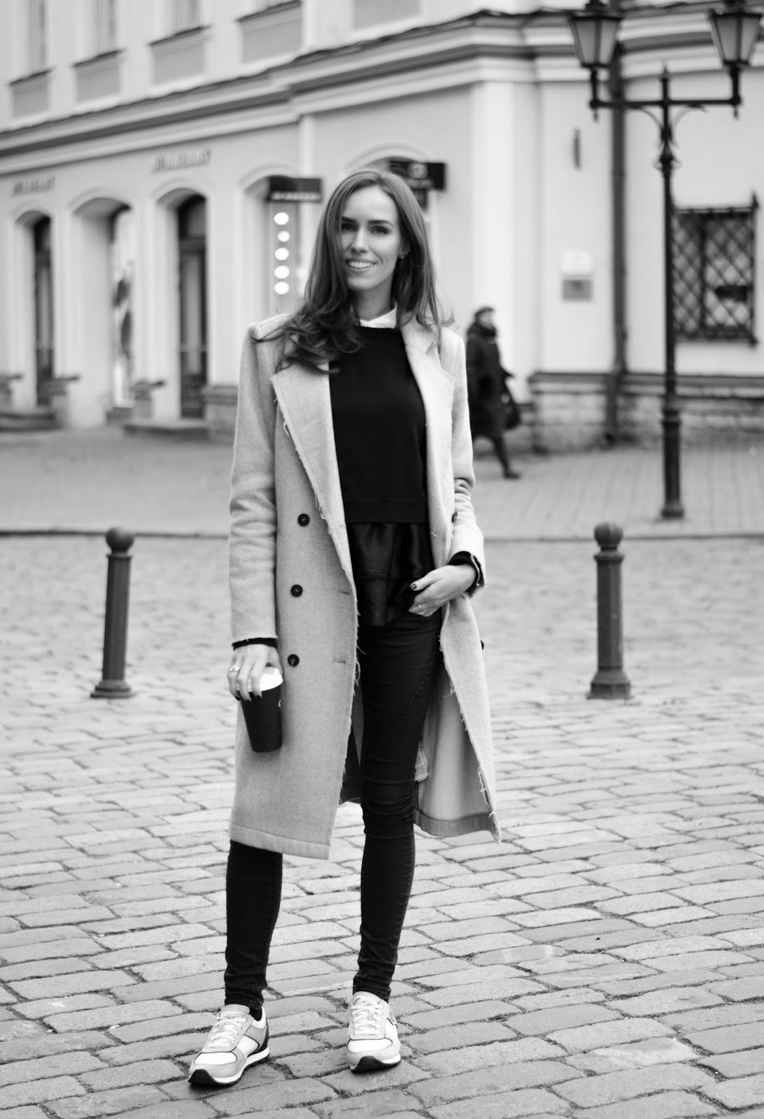 minimalist fall outfit gray coat