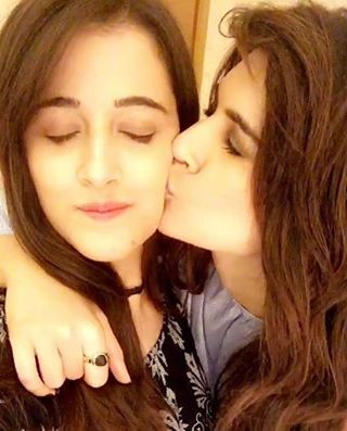 Kriti Sanon shares this adorable picture with sister Nupur Sanon