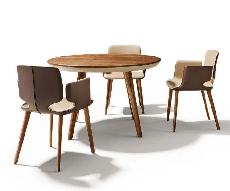 Meja dan kursi cafe bergaya klasik