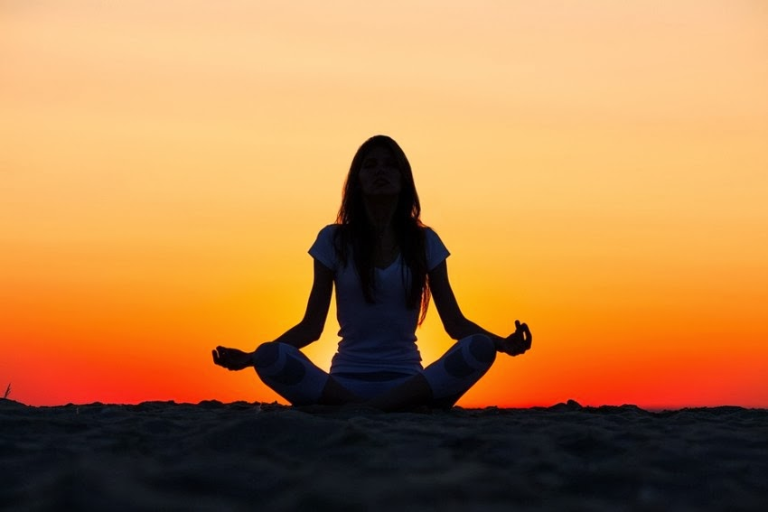 4 Gerakan Yoga Untuk Mengecilkan Perut Dengan Mudah | Cara ...