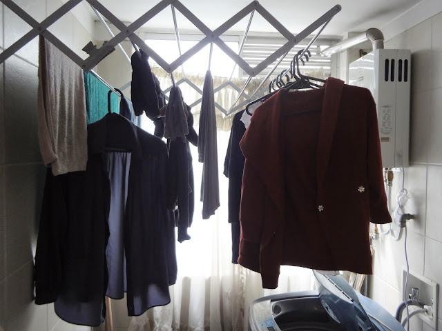 コロンビアのアパートの洗濯物は常に部屋干し