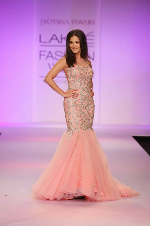 Sunny Leon hot sizzling at LFW 2014