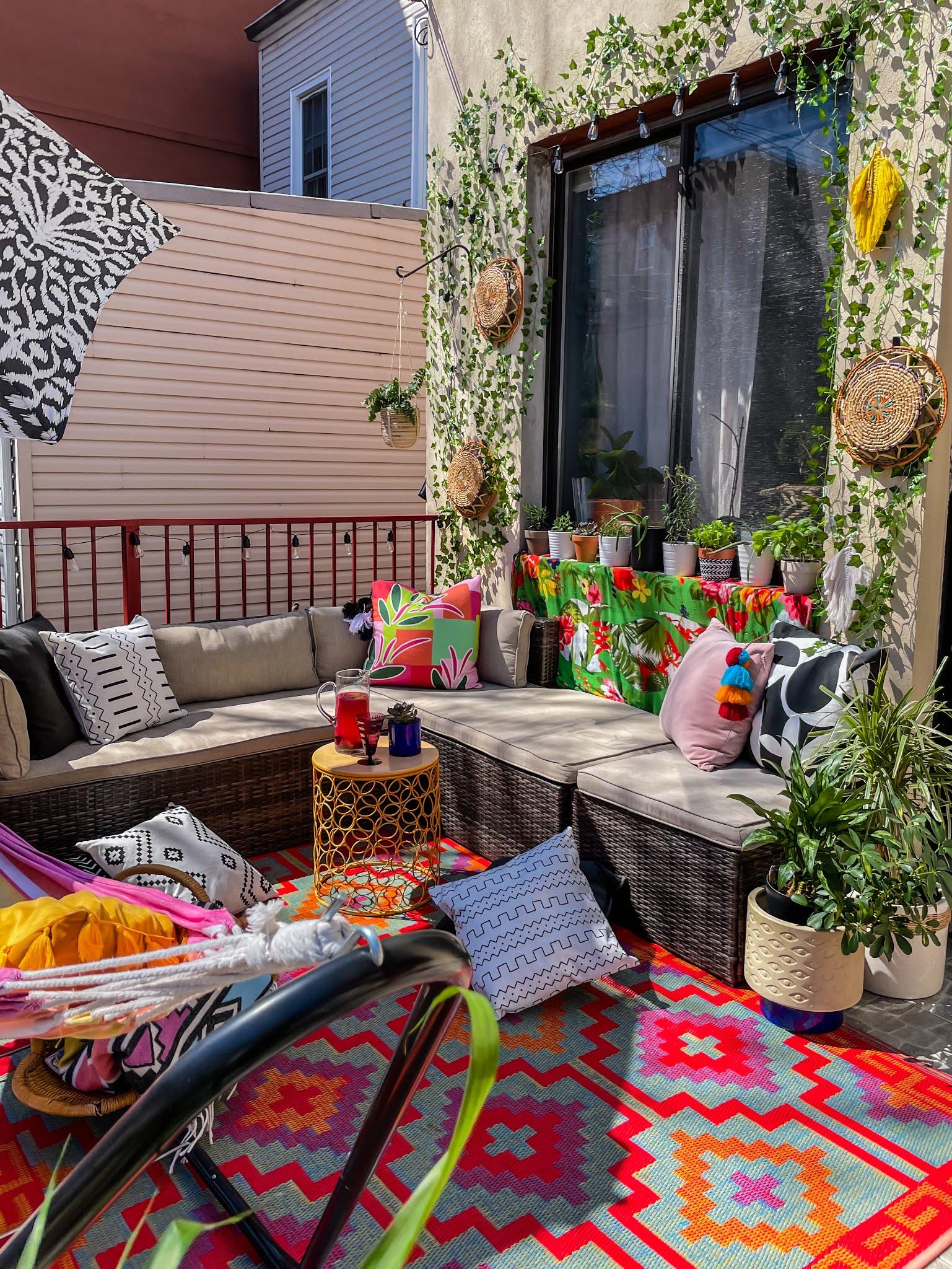 Renter-Friendly Patio Decor,  patio decor, faux ivy wall, command outdoor light clips, patio decor ideas, faux ivy wall diy, small space patio decor, small patio design ideas, boho outdoor decor, colorful outdoor spaces