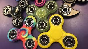info tentang fidget spinner, apa itu fidget spinner, keburukan fidget spinner, tips dan tricks fidget spinner, pencipta permainan fidget spinner, kesan permainan fidget spinner