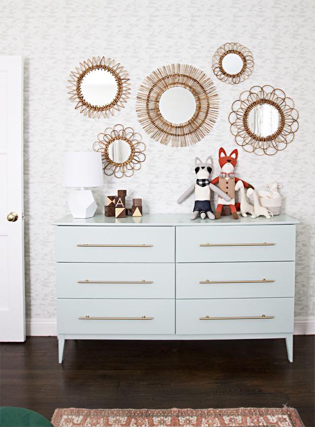 Cómoda de IKEA personalizada con tiradores, pintura y patas