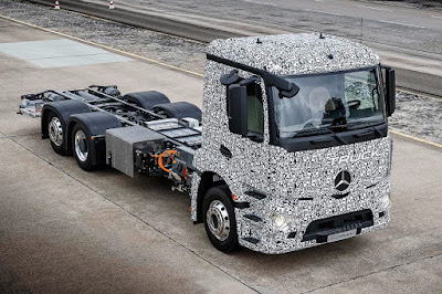 Mercedes-Benz Urban eTruck Prototype (2016) Front Side