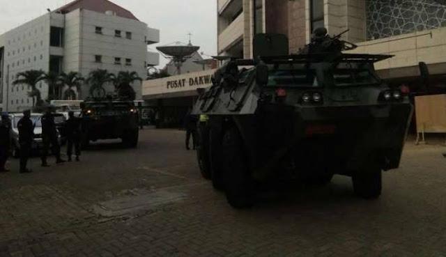Datang ke Gedung PP Muhammadiyah Dua Barracuda TNI Kawal Presiden Jokowi