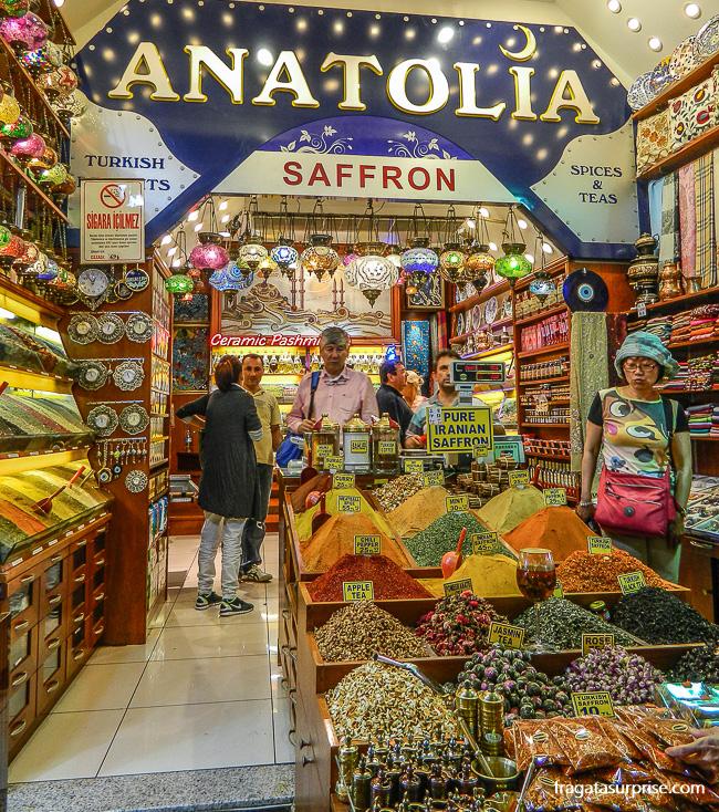 Loja de temperos no Bazar Egípcio de Istambul, Turquia