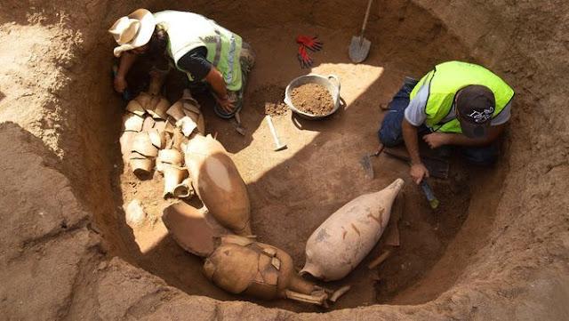 Arqueòlegs treballen a la nova villa romana de Baetulo