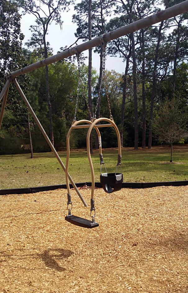 20 Brilliant Ideas That Should Become Reality Everywhere - This Swing Is Designed So The Child And The Parent Can Swing Together