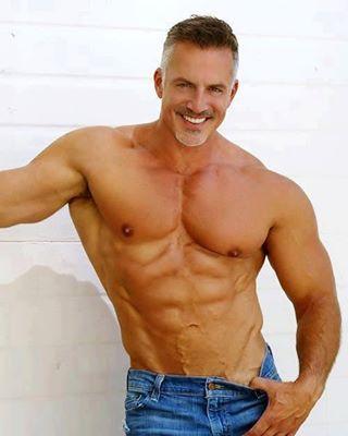 Men Fitness Over 40 - Weight Loss Training & Fitness Tips For 40 Plus Men