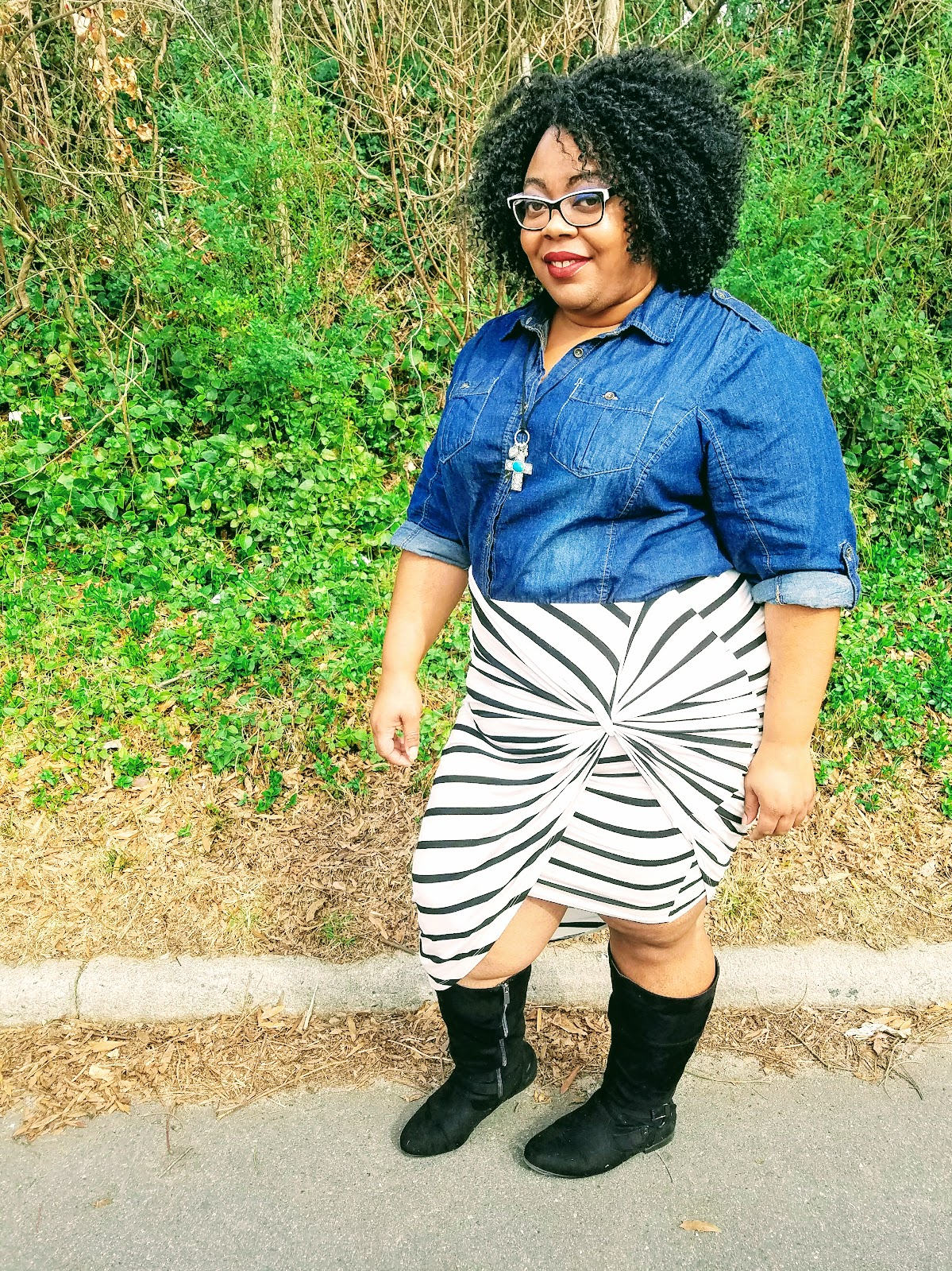 curvy girl, bbw, fashion blogger, stripes, denim, boots, natural hair, matte lips