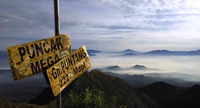 Destinasi Wisata Alam Bandung Gunung Puntang