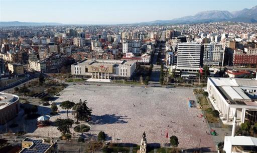 Επιβολή στρατιωτικού νόμου για 40 ώρες στην Αλβανία
