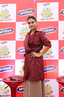 Kajol Looks super cute at the Launch of a New product McVites on 1st April 2017 04.JPG