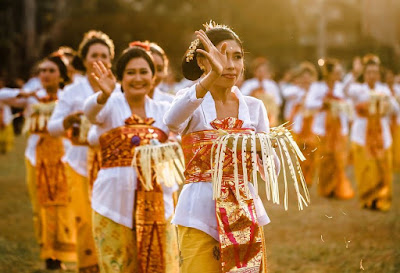 Pantun tentang Seni Tari Tradisional Daerah Indonesia